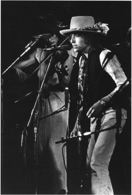 Scarlet Rivera's exotic violin string serenade on Bob